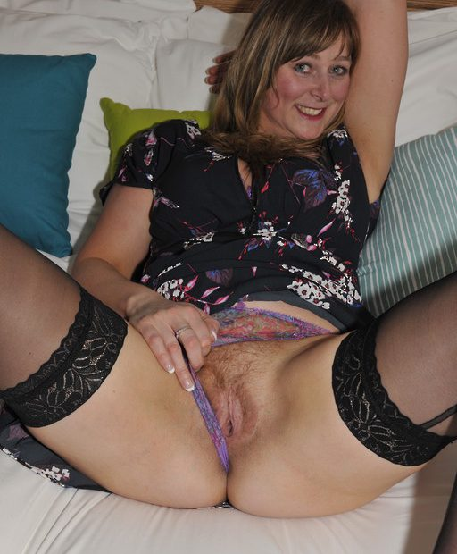 Amateur mature stripping